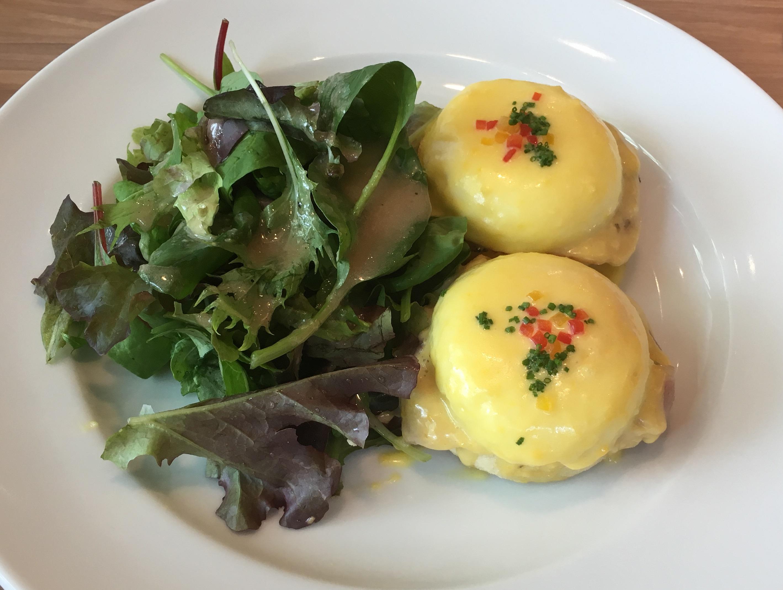 sarabeths-egg-benedict